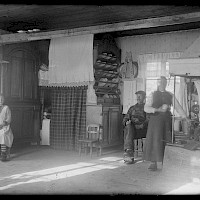 Interior from the cottage of Anders Snygg. Replot in 1922.   Photographer: Curt Segerstråle.  Archive collection: The Society of Swedish Literature in Finland (SLS), sls.finna.fi SLS 388_78