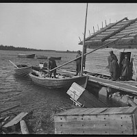 The traditional fishing boat is made ready for a fishing expedition. Skaftung, 1924.   Photographer: Curt Segerstråle.  Archive collection: The Society of Swedish Literature in Finland (SLS), sls.finna.fi SLS 388_92